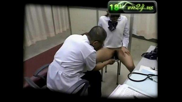سكس ياباني – دكتور يلعب في كس المريضة و يبعبصها