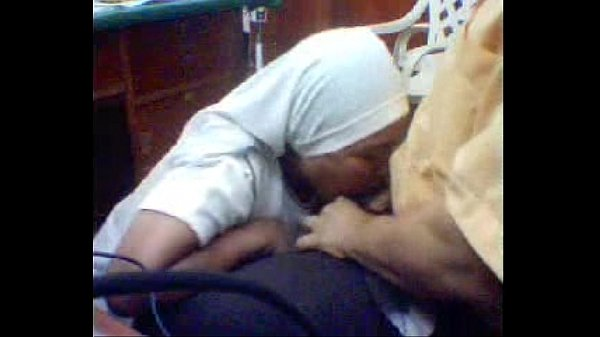 ممرضة شرموطة تمص زبر ه و يلعب في بزازها