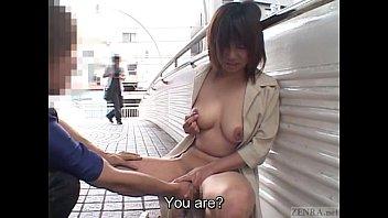 سكس ياباني – بعبصة كس شرموطة عريانة في الشارع