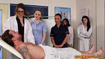 سكس جماعي – خمس ممرضات مع مريض في المستشفى
